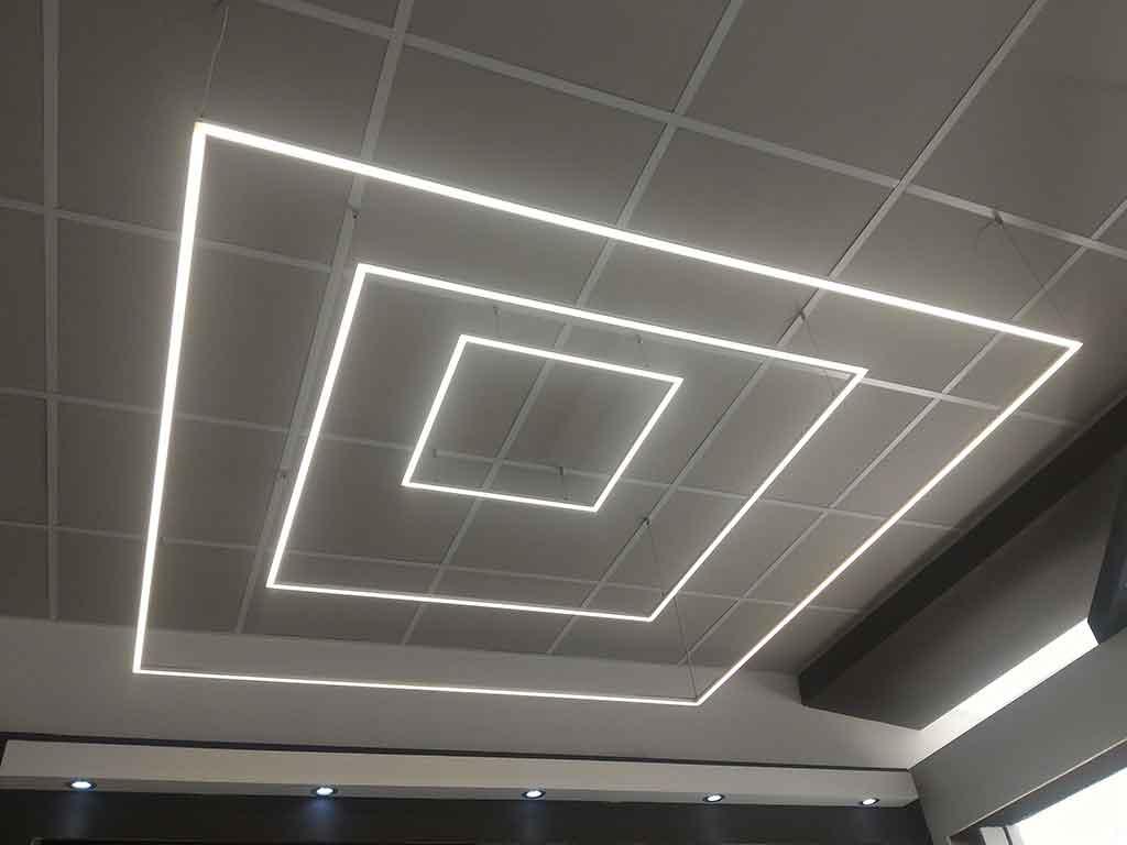 Composizione a Quadrato si strip LED con accensione domotizzata